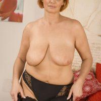 Frauen mit großen Brüsten